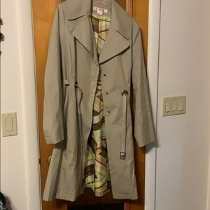 Via spiga trench coat. Cool pattern liner. Belt